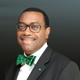 Dr Aknwunmi Adesina